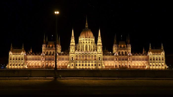 parlamento noche